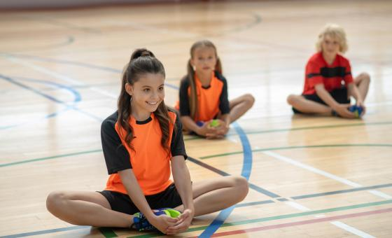 Kinder beim Hallensport
